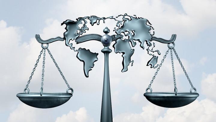 Mengembangkan Profesi Advokat Dalam Menghadapi Persaingan Ekonomi Global